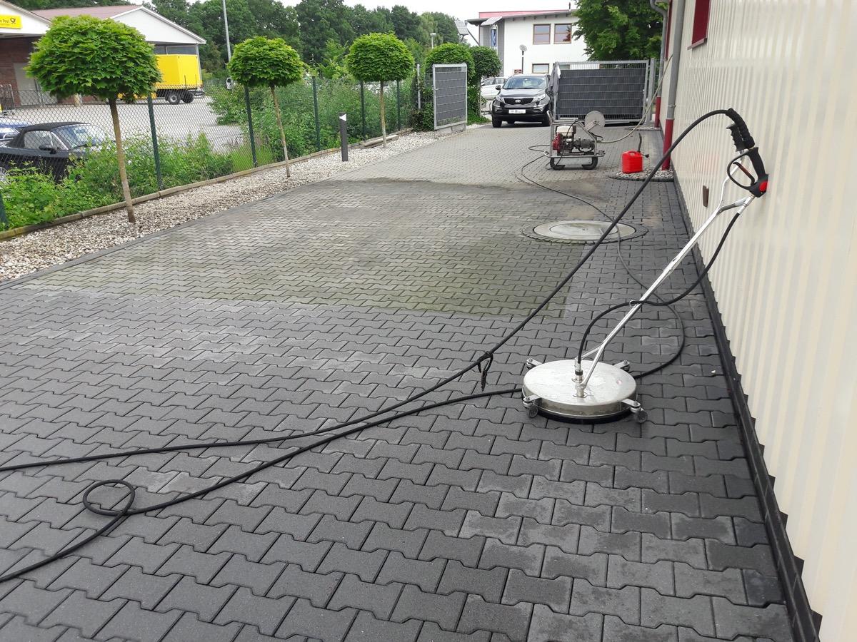2 - Reinigung von Betonpflaster
